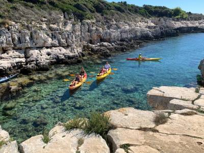 Kayak excursion to the sea cave
